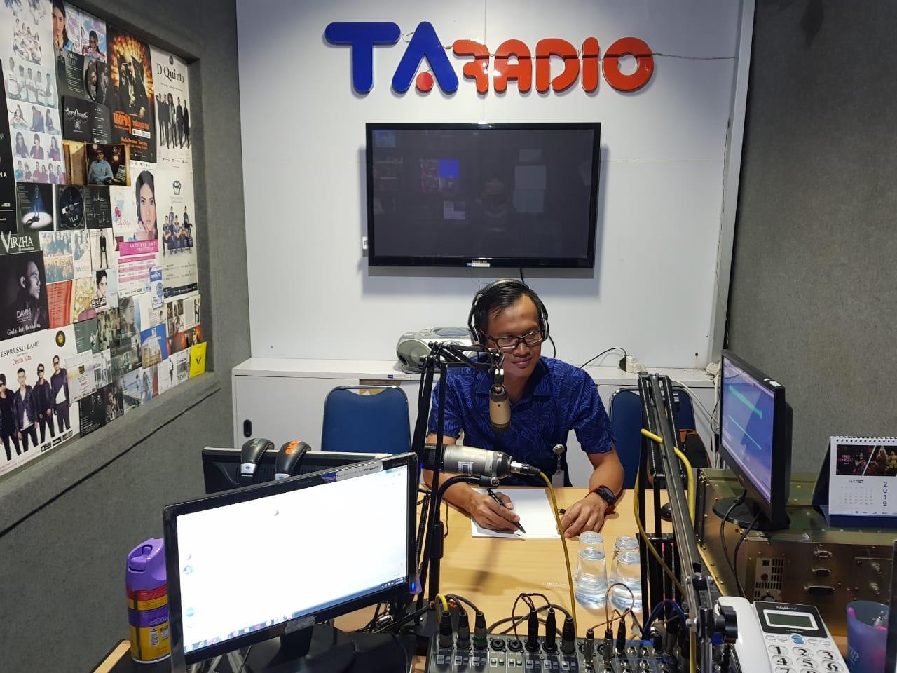 Dosen FK menjadi Narasumber tentang tonsilitis di TA Radio Surakarta
