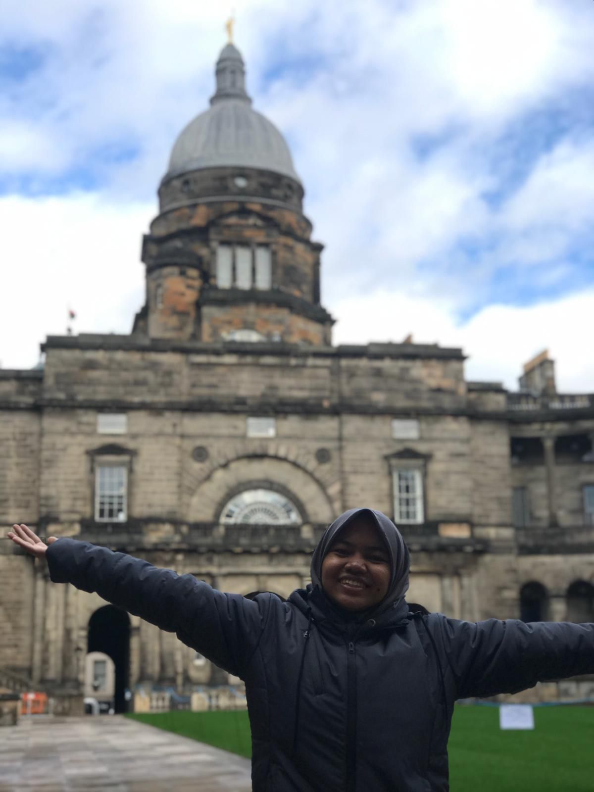 Anis Sofia Harjanti mahasiswa prodi Kedokteran  telah berada di University of Edinburgh, UK